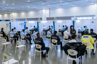 Vacunación contra el Covid-19 será obligatoria para sectores claves en Hong Kong