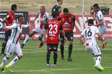 Leandro Benegas anotó en 2016 una tripleta en la goleada de Palestino sobre Deportes Antofagasta por 5-1. En el arco Puma estaba Matías Dituro, hoy en Universidad Católica. Foto: Agencia Uno.