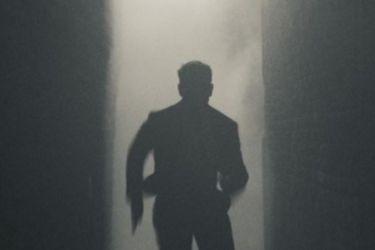 Obviamente Tom Cruise está corriendo en la primera foto de Misión Imposible 7