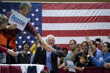 Sanders se convierte en blanco de ataques entre los demócratas de cara al Súper Martes