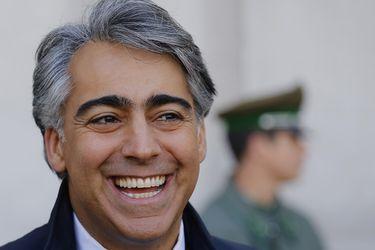 MEO El Candidato Marco Enriquez-Ominam entrega carta junto a a gremios de profesores