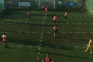 Complejo deportivo idea la manera de jugar fútbol manteniendo el distanciamiento social
