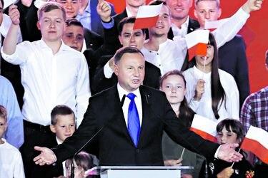 Incertidumbre en Polonia tras ajustadas elecciones