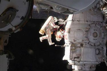cosmonauta-caminata-eei