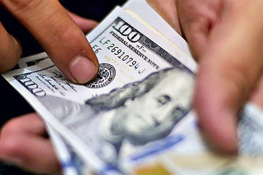 Dólar extiende su alza y el peso chileno es la moneda que más se deprecia entre las emergentes