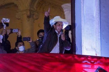 """Pedro Castillo llama a las autoridades electorales a """"dejar de alargar"""" el proceso y """"respetar la voluntad popular"""""""