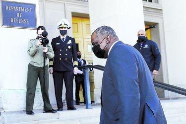 Senado confirma a primer afroamericano como jefe del Pentágono