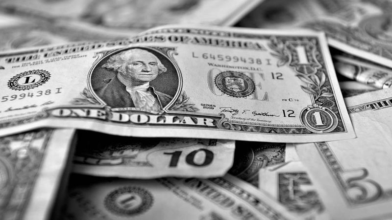 Dólar completa 8 sesiones de retrocesos y se prevé que siga cayendo