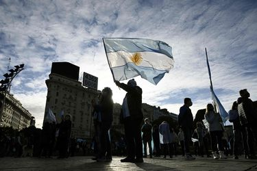 Economía argentina se contrae de manera inédita en el segundo trimestre y supera caída de 2002