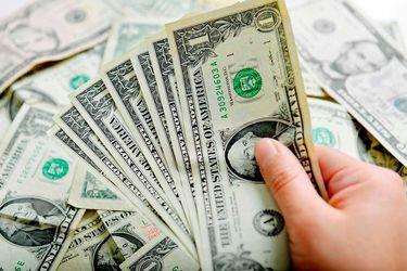 El dólar sube en Chile y en todo el mundo ante el temor que genera el aumento de contagios por coronavirus