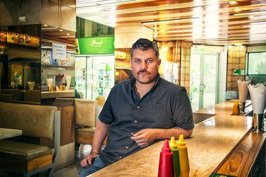 """El regreso de Guillermo Calderón: """"No me extrañaría que a futuro estuviéramos escribiendo más radioteatro y más obras por Zoom"""""""
