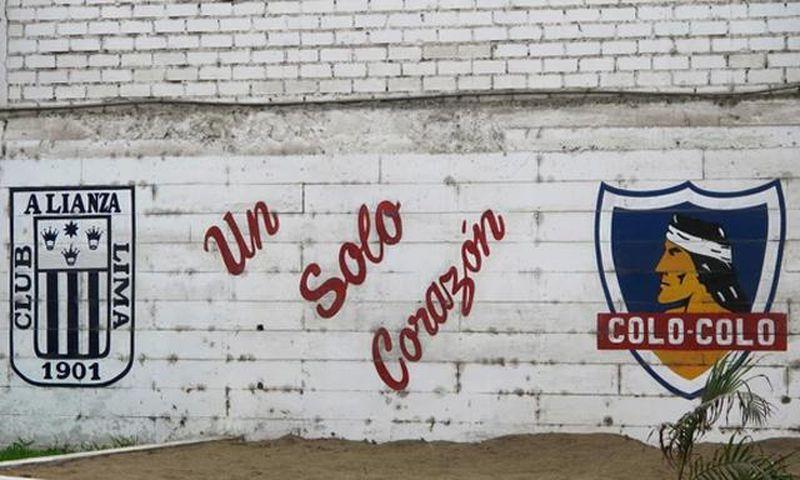 El mural que confeccionaron los fanáticos de Alianza Lima en señal de agradecimiento a Colo Colo, en Matute.