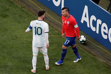 Gary Medel, Lionel Messi, Chile, Argentina