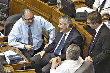 Oposición refuerza tratativas ante acusación constitucional contra Chadwick