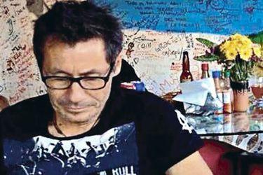 En avión de la Fach y escoltado por PDI: Raúl Escobar Poblete llega a Chile tras ser extraditado desde México