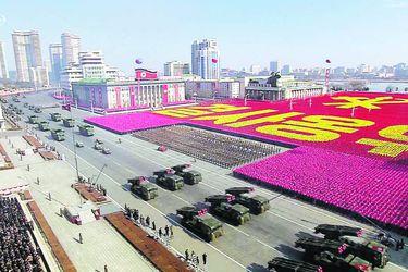 Kim exhibe poder militar en víspera de histórica cita con Seúl en JJ.OO.