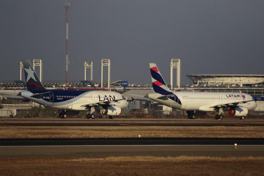 Latam Airlines reporta fuerte reducción en sus pérdidas, pero advierte por incertidumbre económica global