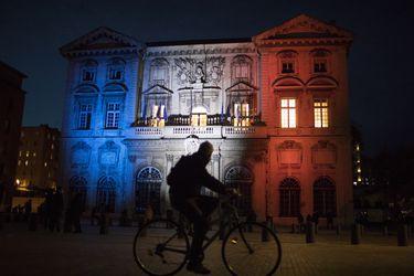 Francia extiende toque de queda y en total 46 millones de personas quedan bajo la medida