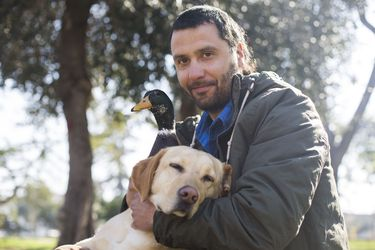 """Iván Jiménez: """"Limpio las playas con un perro y un pato"""""""