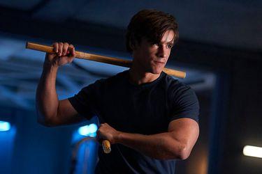 Una foto y un video detrás de escenas anticipan la apariencia de Dick Grayson en la tercera temporada de Titans