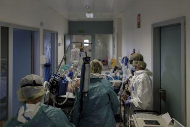 Las otras secuelas de la pandemia: estudio detecta síntomas depresivos e ideas suicidas en trabajadores de la salud