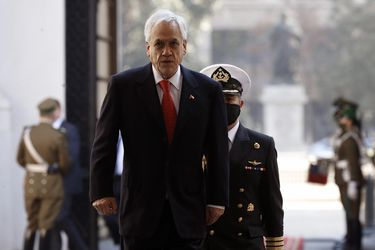 "Criteria: Aprobación de Piñera sube a 15% en agosto, desaprobación baja de 82% a 79%, y un 64% está ""totalmente convencido"" de votar en plebiscito"