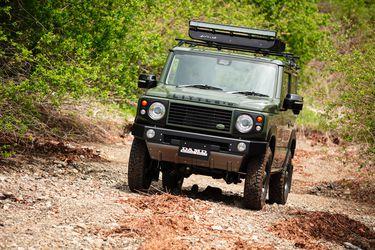 Este Suzuki Jimny necesita ir al psicólogo: se cree un Land Rover