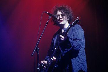 """La cuarentena de Robert Smith: el confinamiento lo pasó """"terminando"""" el nuevo disco de The Cure y un álbum solista"""