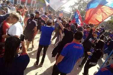Barristas de la U llegan al CDA para exigir la continuidad de Montillo
