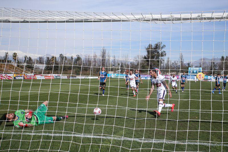 Gonzalo Sosa celebra el gol que le marcó a Huachipato