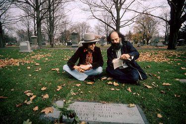 Clave cultural: Bob Dylan y Allen Ginsberg visitan la tumba de Jack Kerouac