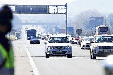 Carabineros controló el tránsito en la Ruta 68, donde hubo un alto flujo vehicular.