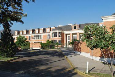 Colegio Los Alerces anuncia suspensión total de clases tras brote de contagios por Covid-19