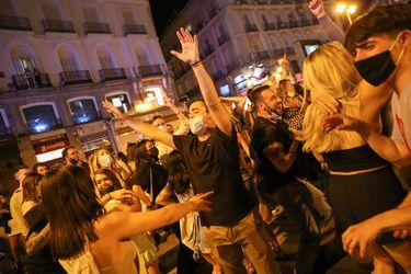 Fin del toque de queda y relajación de restricciones: países de Europa celebran avance en su desconfinamiento