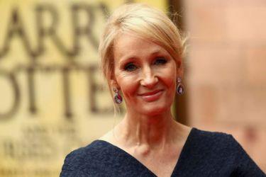 J.K Rowling volvió a generar controversia porque su nuevo libro incluye a un asesino en serie travestido
