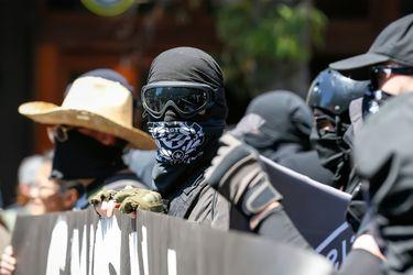 El violento enfrentamiento entre agrupaciones de ultraderecha y Antifa en Portland
