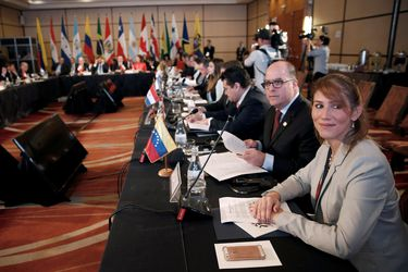 Lima Group leaders hold a meeting in Santiago