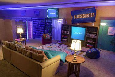 El último Blockbuster del mundo ahora abrió un AirBnB que permite pasar la noche viendo sus películas