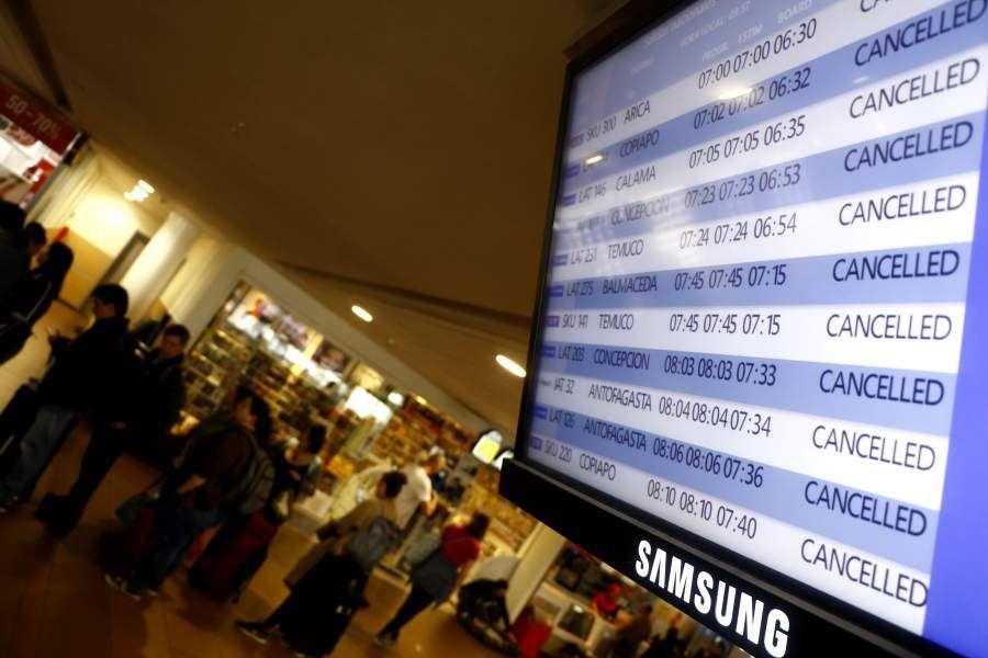 Aerolineas cancelan vuelos desde Santiago y ha provocado un caos en el Aeropuerto de Santiago