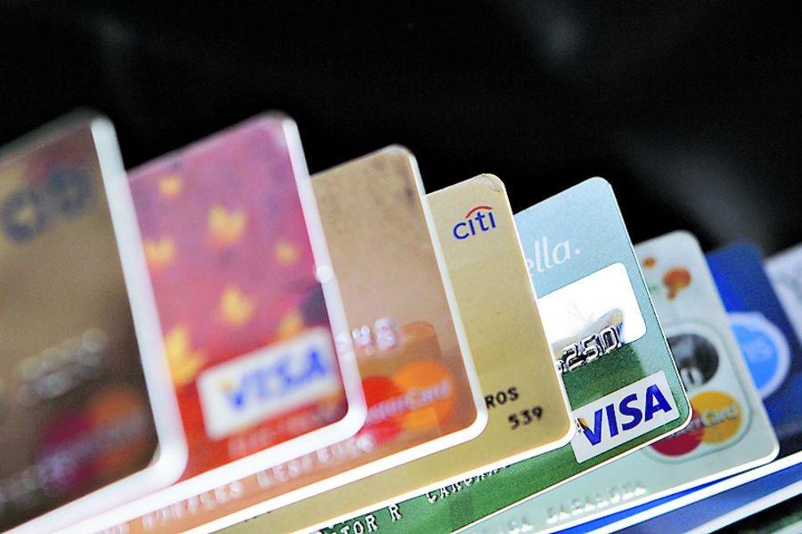 filtración. Tarjetas Bancarias y de Tiendas de Retail.
