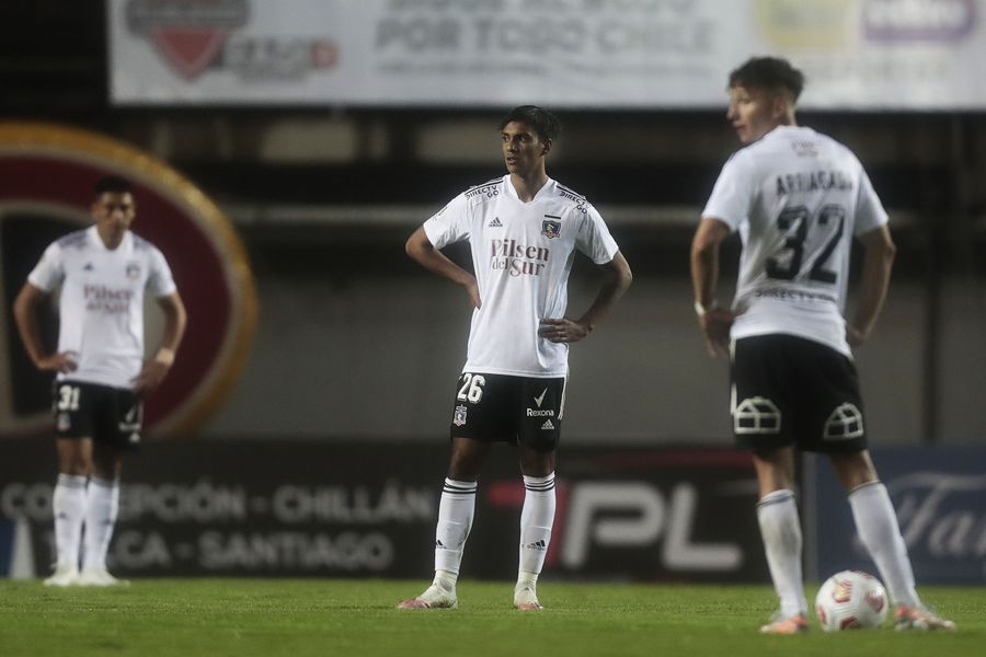 Arriagada y Villanueva, dos actores de la derrota de Colo Colo ante Ñublense.