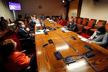 Comisión de la Cámara inicia análisis de acusación constitucional contra exministro Mañalich con críticas cruzadas