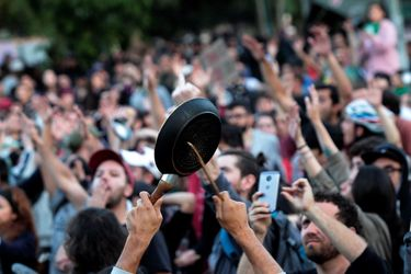 Manifestantes se reunen en Plaza Ñuñoa