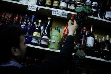 Batalla por la cerveza: botillerías van a la FNE y acusan a Andina y CCU de privilegiar canales propios y a supermercados