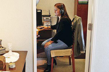 El trabajo en casa desencadena un salto en la demanda de chips, computadoras portátiles y redes
