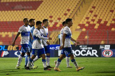 Jugadores de la Universidad Católica regresan al camarín, tras la caída ante Unión Española. FOTO: Agencia Uno.
