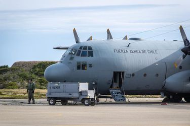 En Desarrollo: Restos humanos hallados tras el accidente del Hércules C-130 son trasladados al Servicio Médico Legal de Punta Arenas