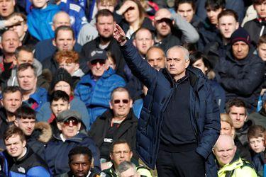 Mostró su lado amable: Mourinho ayuda a los adultos mayores en Inglaterra