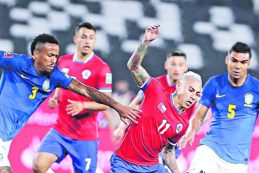 Eduardo Vargas, en el partido entre Chile y Brasil