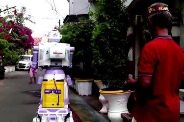 Un robot delivery hecho con partes y piezas recicladas
